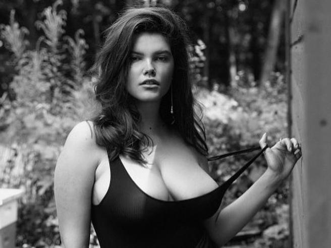 Molly Constable, la prima top curvy su Playboy. La svolta della rivista Usa