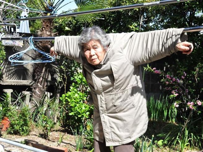 Kimiko Nishimoto, a 72 anni fotografa. A 89 star dei social