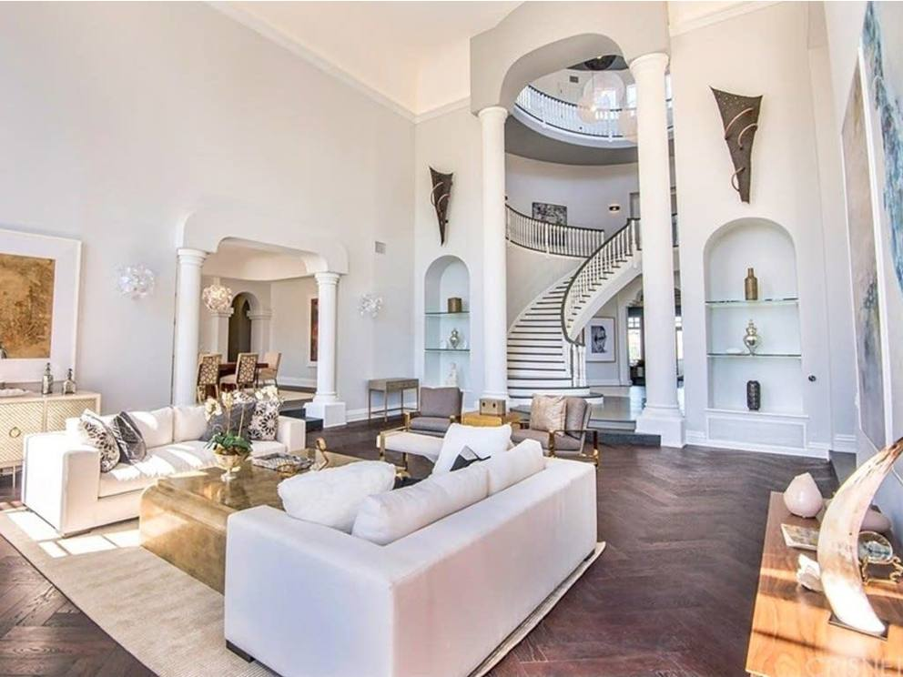 A 20 anni una villa da 6 milioni di euro lo youtuber for Piani quadrati a chiocciola