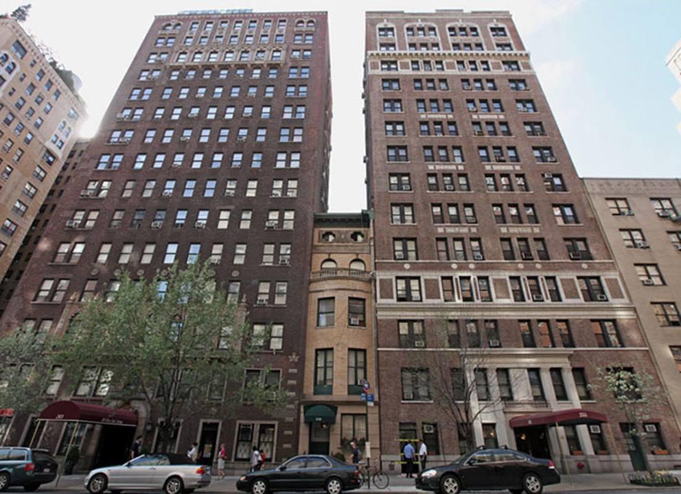 Case piccole in mezzo a grattacieli o raccordi for Piccole planimetrie della casa con le foto