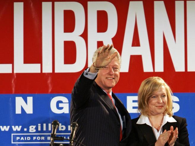 Effetto Weinstein a WashingtonE Clinton agita i democratici