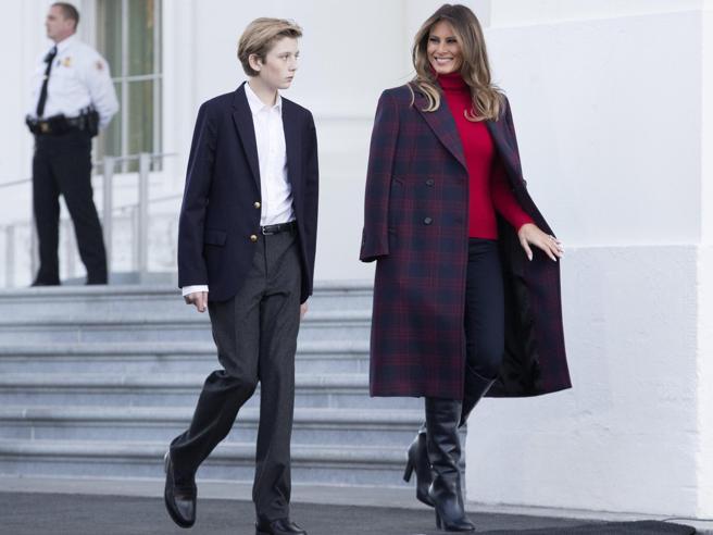 Natale alla Casa Bianca, Melania Trump «accoglie» l'albero ufficiale