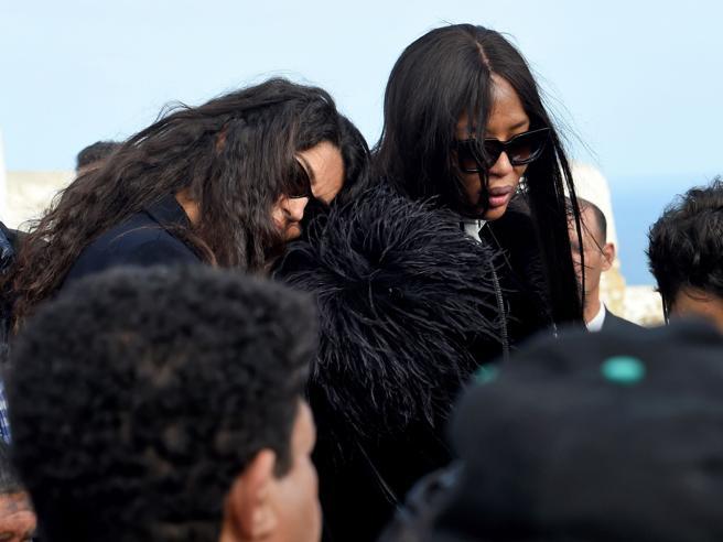 Il funerale di Azzedine Alaia: Naomi Campbell e Afef in lacrime