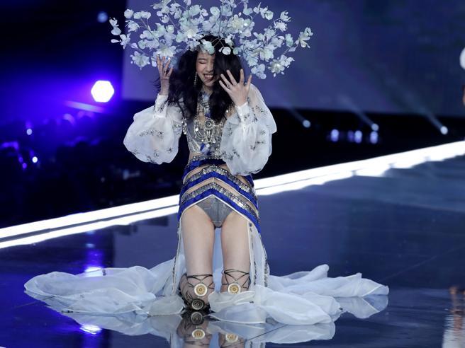 Victoria's Secret, scivolone in passerella