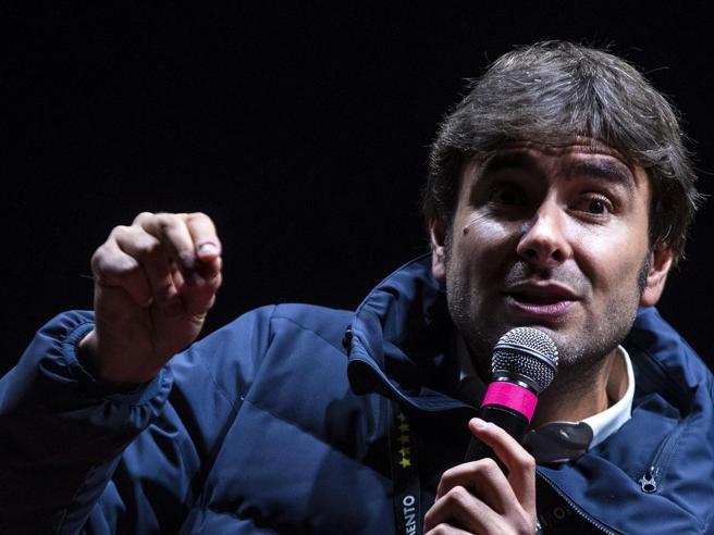 M5S, Di Battista: «Non mi ricandido, voglio viaggiare e  fare il papà»  Paternità social