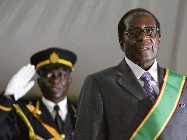 Mugabe,  resa dopo 37 anni: «Mi dimetto»Festa in piazza: live|Foto-Video-La reggia