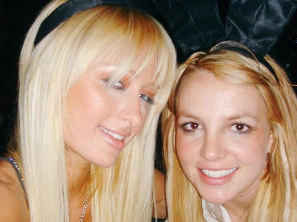 Paris Hilton, la donna che ha inventato il selfie. O forse no.