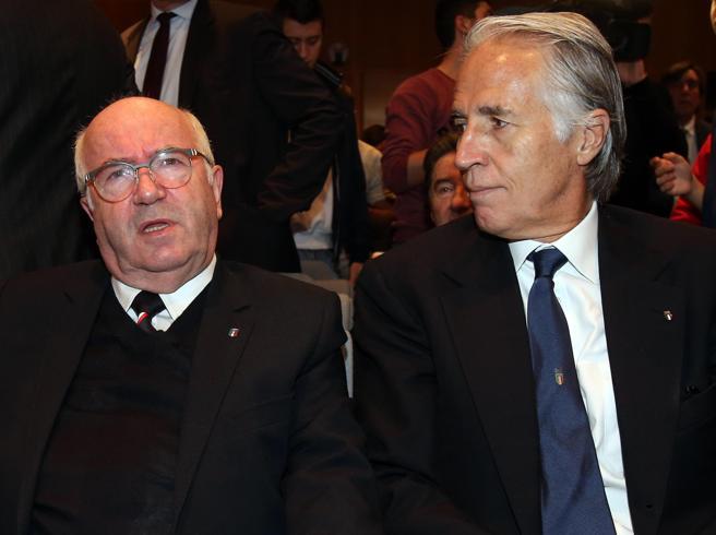 Dimissioni di Tavecchio, il peso del governo e il «tradimento» arrivato dal suo mondo