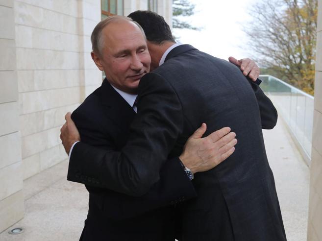 Putin e Assad, l'incontro a Sochi e la guerra  in un abbraccio Video