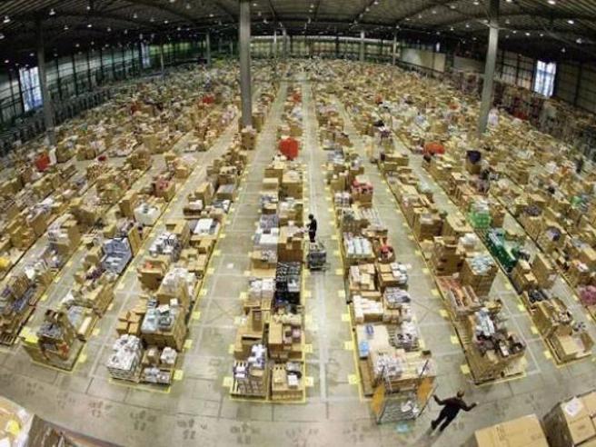 Amazon, a Piacenza sciopero nel giorno del Black Friday:si fermano 4.000 addetti