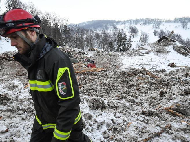 Crollo Rigopiano, altri 23 avvisi  Indagato l'ex prefetto di Pescara