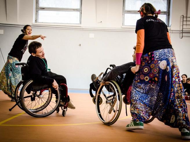Un «giro in carrozza» nelle scuole per cambiare prospettiva sulla disabilità foto