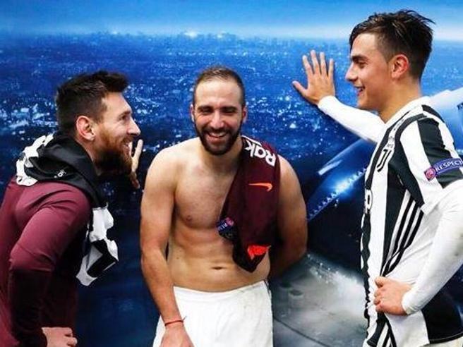 Higuain sei ritornato grasso! La Rete attacca ancora il Pipita dopo la foto postata da Messi