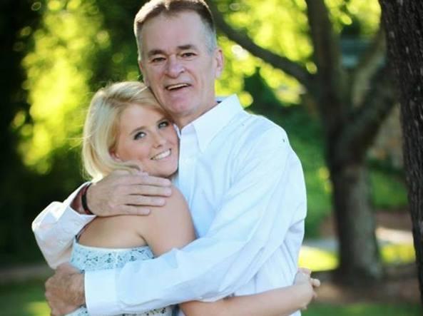 Riceve una lettera per ogni compleanno dal padre morto di tumore: