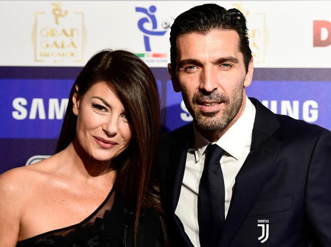 Gigi Buffon e Ilaria D'Amico scatenano i flash. «Sono come un soldato arruolato»