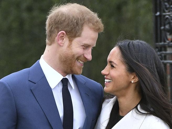 Harry e Meghan fidanzati:le prime foto  ufficiali | VideoGuarda  il diamante | Video