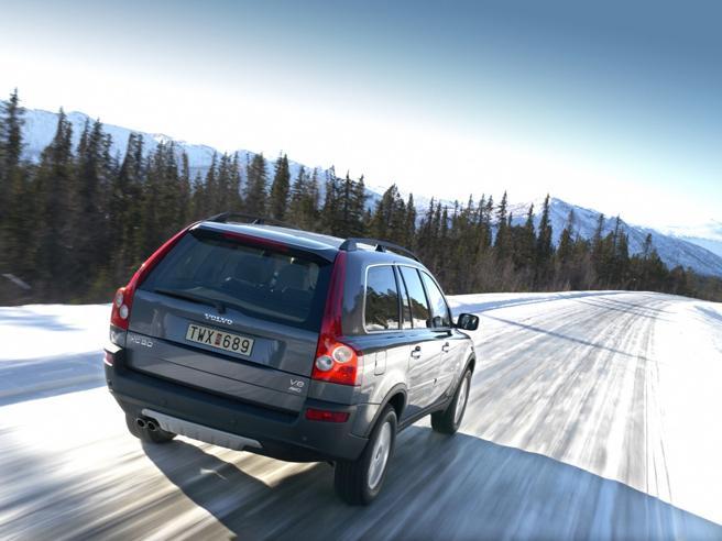 Pericolo pioggia, gelo, neve, nebbia...   I trucchi per guidare con il maltempo