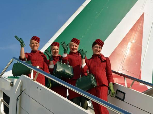 Alitalia: arrivano nuove divise disegnate da Alberta Ferretti (2)