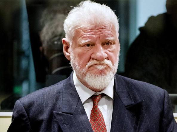 Ex generale croato condannato suicida con veleno in aula al tribunale dell'Aja
