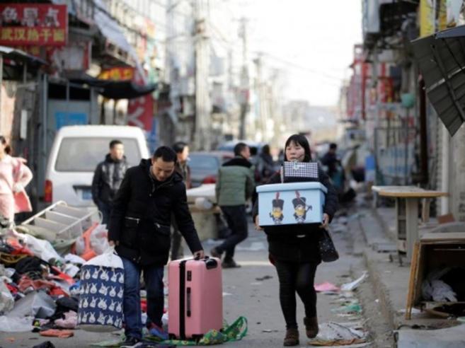 Pechino, quando le ruspe spianano il quartiere degli operai (poveri)