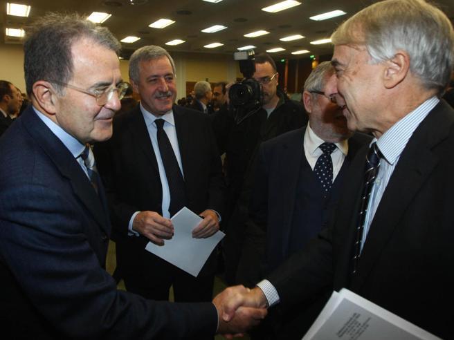Prodi: «La rinuncia di Pisapia? Ha capito che non era cosa»Via Alfano, gioia di BerlusconiQuando il politico lascia: foto