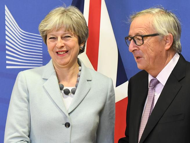 Brexit    Juncker    «Raggiunto l'accordo sull' uscita della Gran Bretagna dall' Ue»
