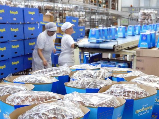 Melegatti blocca la produzione dei pandori: «Costano meno del pane» | La campagna