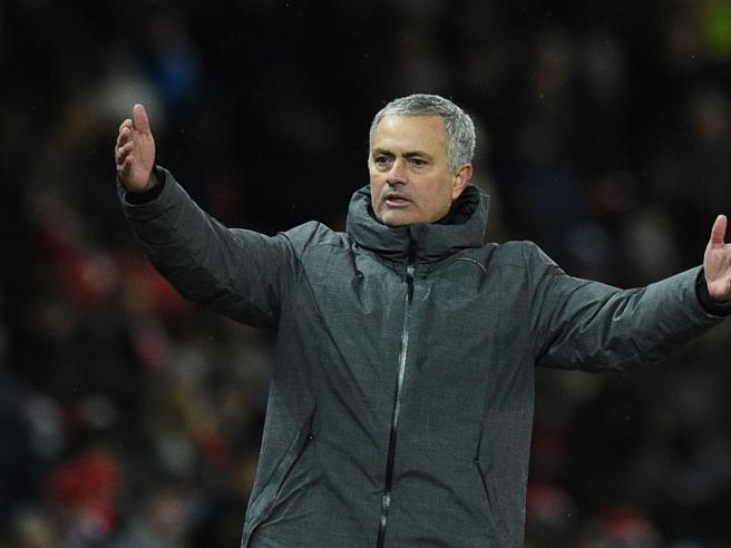 Mourinho si scontra con i giocatori del City nello spogliatoio dopo il ko e scoppia una lite furiosa