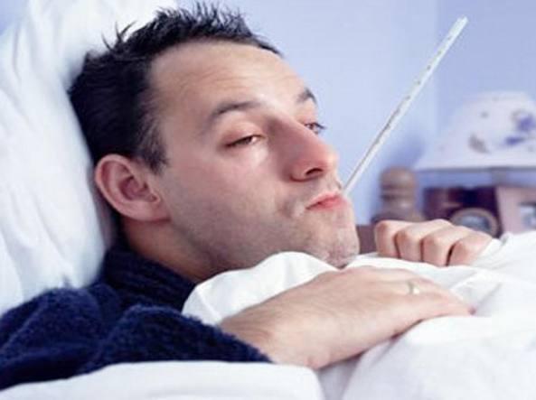 Raffreddore: gli uomini lo soffrono più delle donne, lo spiega la scienza