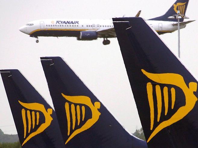 Ryanair ai piloti italiani: «Non scioperate o sarete puniti»