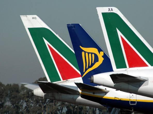 Aerei: domani venerdì nero. Scioperano Ryanair, Alitalia, Vuelig e Enav