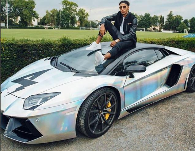 Aubameyang vende la Lamborghini per 279.980 euro: «Serve spazio nel box»