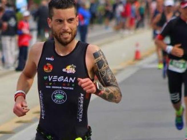 La dieta del triatleta veg: «Frutta, verdura, cereali e legumi per  vincere l'Ironman»