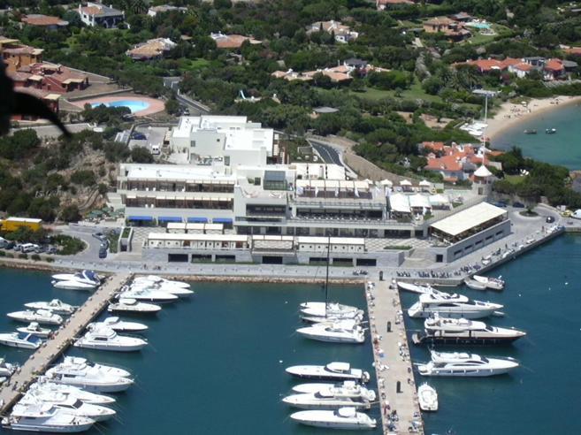 Le ville messe all'asta in Sardegna  e assegnate dai magistrati ai loro colleghi: 8 indagati