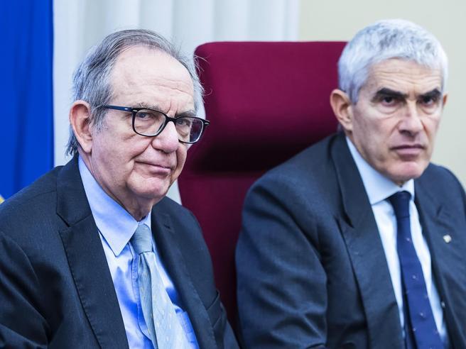 Padoan: «Per le 4 banche non c'erano alternative» LiveBoschi e l'incontro nel 2014 con il numero 2 di Bankitalia