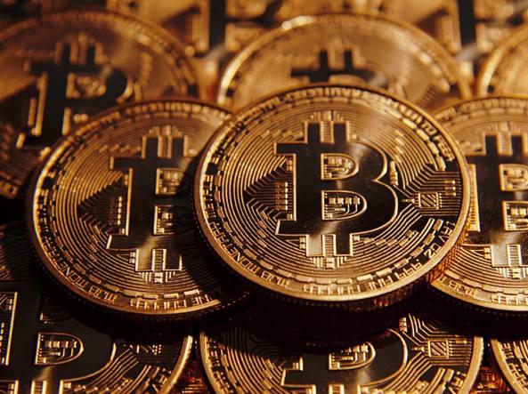 Bitcoin: crolla del 21%