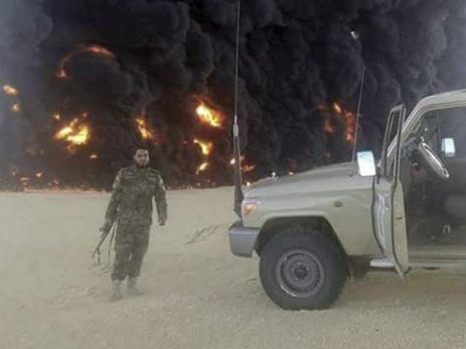 Libia, esplode oleodotto in Cirenaica: «Attentato Isis»E il petrolio vola in Borsa