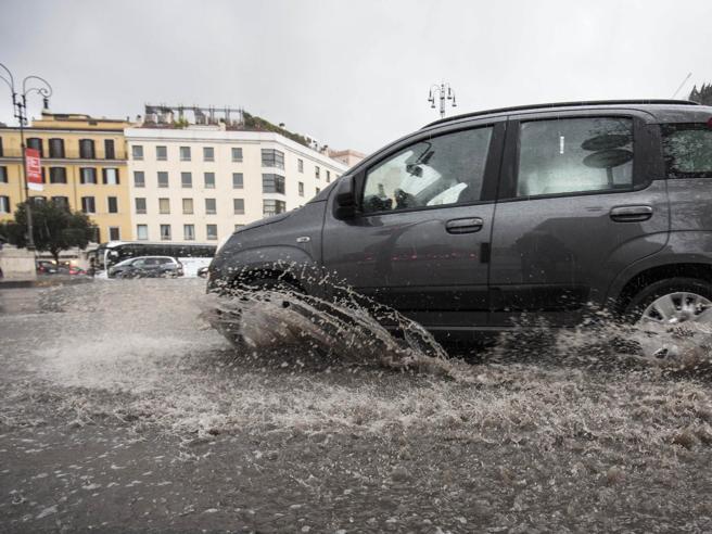 Maltempo, arriva la perturbazione atlantica: pioggia e neve al Nord e al Centro