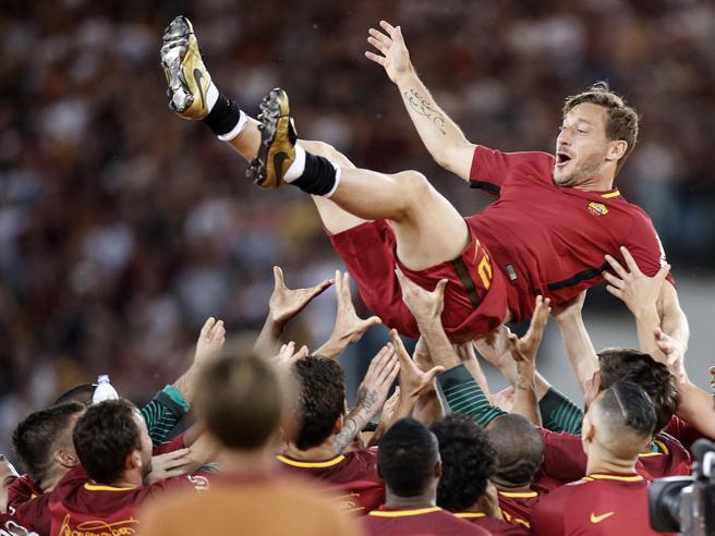 Calcio, i 10 momenti più emozionanti del 2017: Totti lascia, Neymar va, arriva la Var