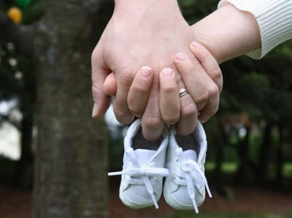 Toscana, trascritto l'atto di nascita di un bimbo con due mamme
