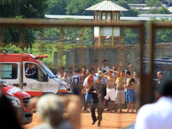 Brasile: rissa gang in carcere, 9 morti