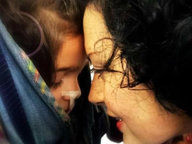 Il papà della bambina farfalla: «Ho perso Sofia Vannoni  millantava»