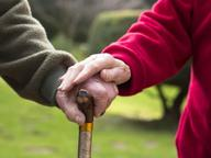 Tumori dopo i 65 anni: cosa serve, (oltre alle cure) per vivere bene