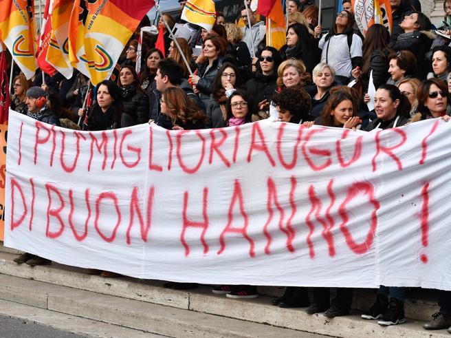 Sciopero maestre: sit-in, cortei e «seri problemi alla didattica» Milano| Torino|Roma