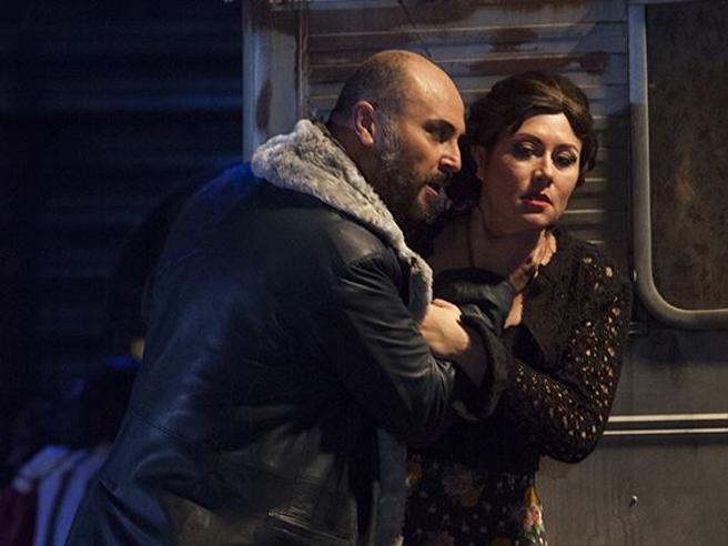Opera di Firenze, «Carmen» contro il femminicidio: ma nel finale la pistola si inceppa
