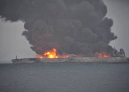 Risultati immagini per cina, petroliera rischia l'esplosione