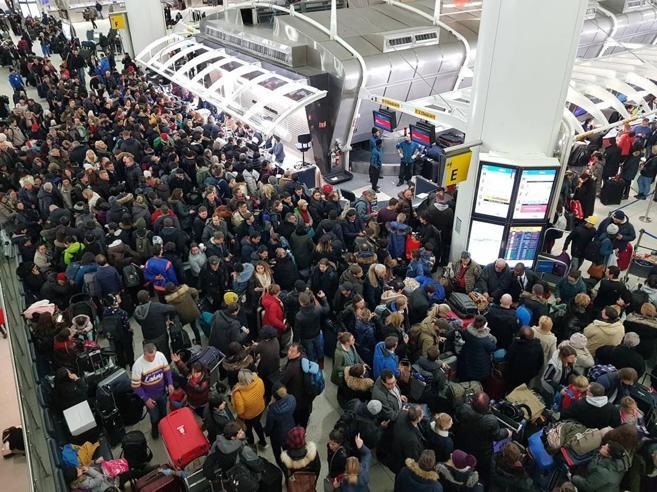 New York, il gelo ferma gli aerei: al «Jfk» oltre mille voli cancellatiAustralia, caldo record |In Italia