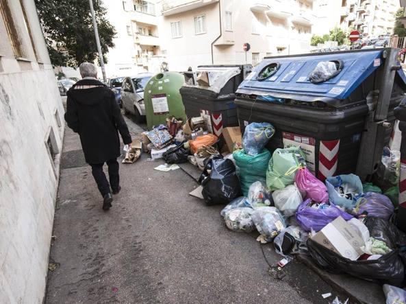 Roma, ancora caos rifiuti. Tramonta l'ipotesi conferimento in Romagna