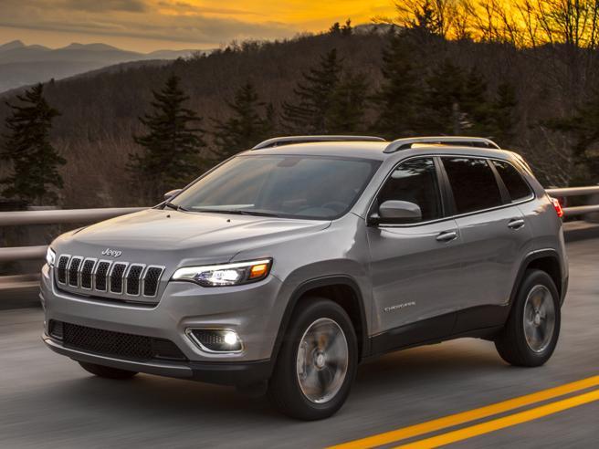 Salone di Detroit 2018, tutte le novità. Ecco la nuova Jeep Cherokee: i dettagli del modello che ha inventato i Suv