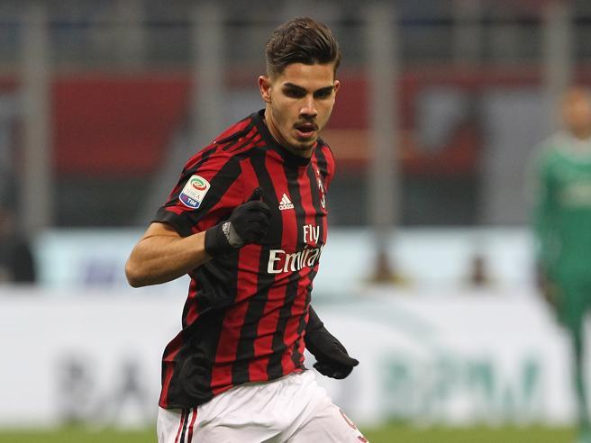 Calciomercato: Milan, offerte per André Silva dall'Inghilterra (e la Premier League chiama anche Chiellini e Dybala)